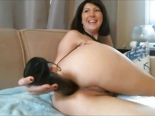 Diana - web camera milf shoves a massive afro sex tool in her butt