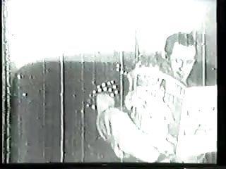 Video vintage della bella del sud con grandi zeppelin che inghiottono il grande shlong del marito sul divano