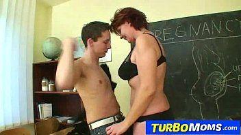 Hawt ceco Cougar Helena studenti molestie per studenti a scuola
