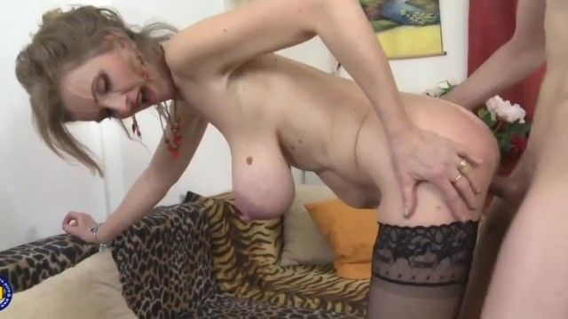 Youg dude bonks hot older milf with large saggy milk sacks