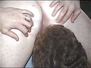 Reife vid essende Frau, bis dieses Baby spritzt