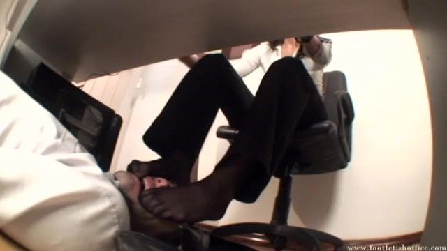 Foot fetish office - dominatrix-bitch sonia stocking