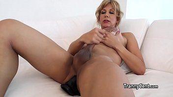 Milf t-girl cums con marital-device in her wazoo