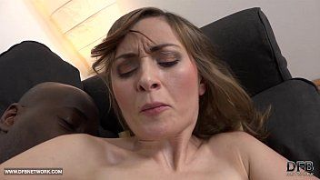 Milf anal sex with dark chap screaming in joy bbc