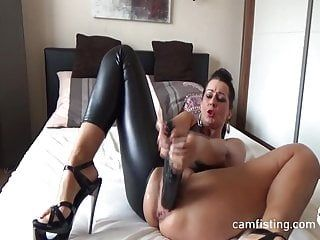 Double sex-toy in cunt solo on livecam
