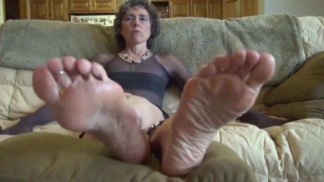 La abuela desea sentir la lengua en las plantas, no se frustre