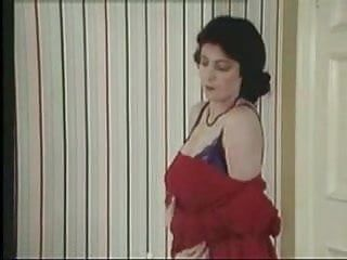 Karen wing undress vid
