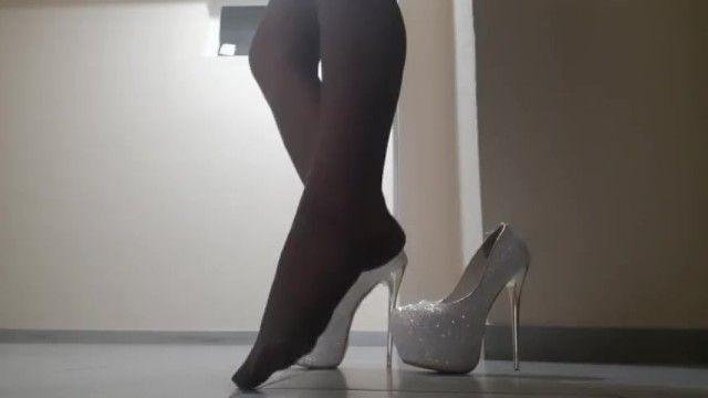 Collant e piedi sexy con i tacchi alti